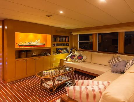 Trawler Troy Explorer - Living Room - Trawler