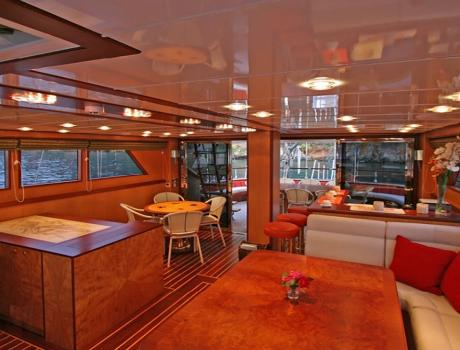 Serenity 86 - Living Room - Motor Sailer