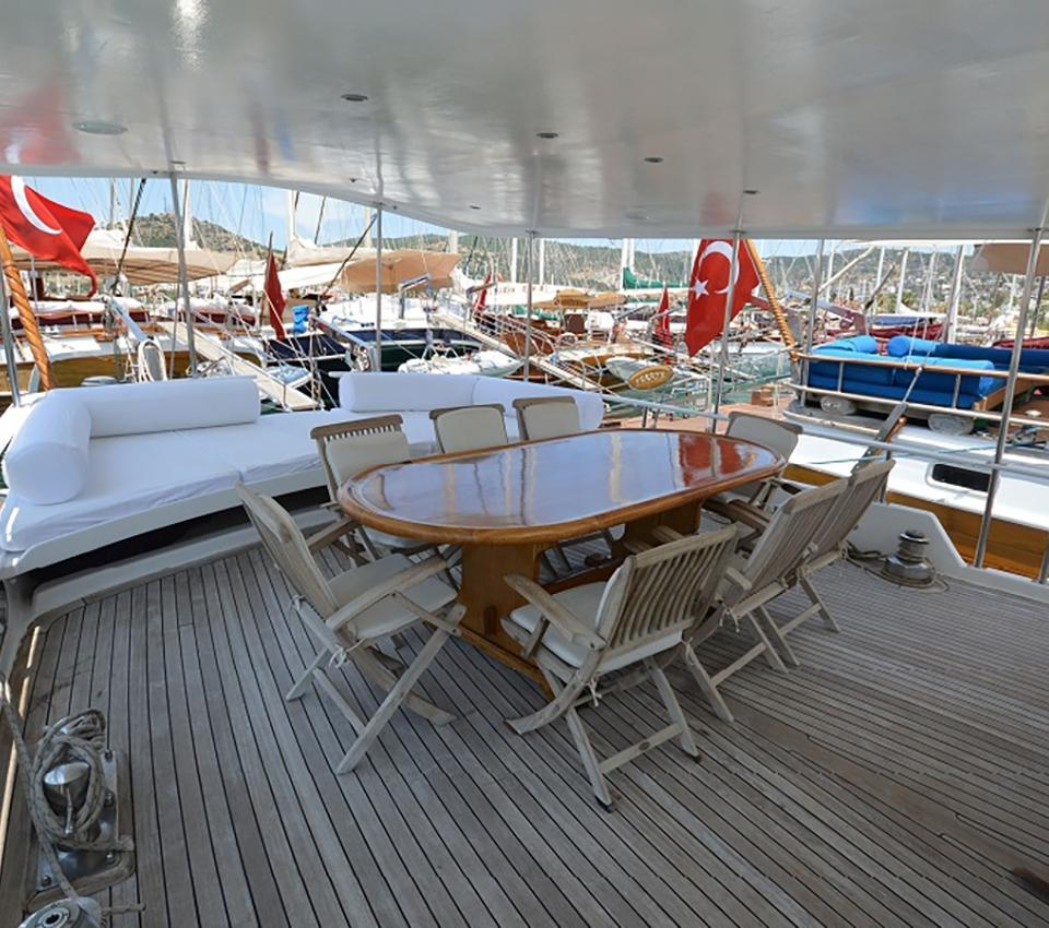 Blue Diamond - Salon - Motor Sailer